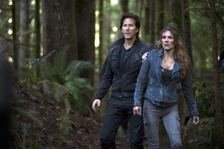 "The 100 -- ""The 48"" -- Image: HU201d_0332 -- Pictured: (L-R): Henry Ian Cusick as Kane and Paige Turco as Abby -- Photo: Cate Cameron/The CW -- © 2014 The CW Network, LLC. All Rights Reserved"
