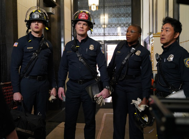 """9-1-1: L-R: Oliver Stark, Peter Krause, Aisha Hinds and Kenneth Choi in the all-new """"Trapped"""" episode of 9-1-1 airing Wednesday, March 14 (9:00-10:00 PM ET/PT) on FOX.CR: Michael Becker / FOX. © 2018 / FOX Broadcasting."""
